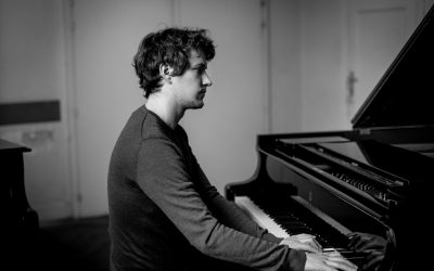 Belgische pianist Noah Vanden Abeele met debuutnummer direct opgepikt in 73 landen!